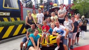 Bilduntertitel: die Teilnehmer im Legoland